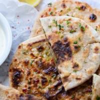 Aloo paratha. Indyjskie chlebki nadziewane ziemniakami