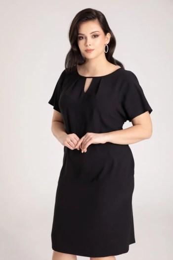 Czarna sukienka plus size oversize z krótkim rękawkiem marki Vito Vergelis