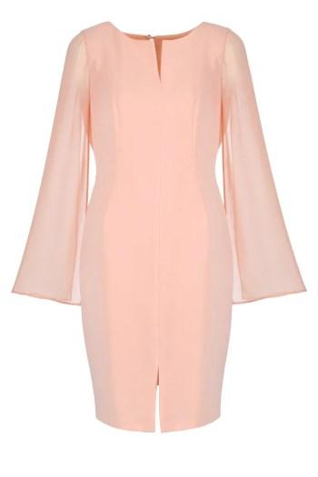 Łososiowa sukienka Vito Vergelis z szyfonowymi rękawami.