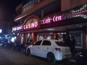 夜のカジノカフェ