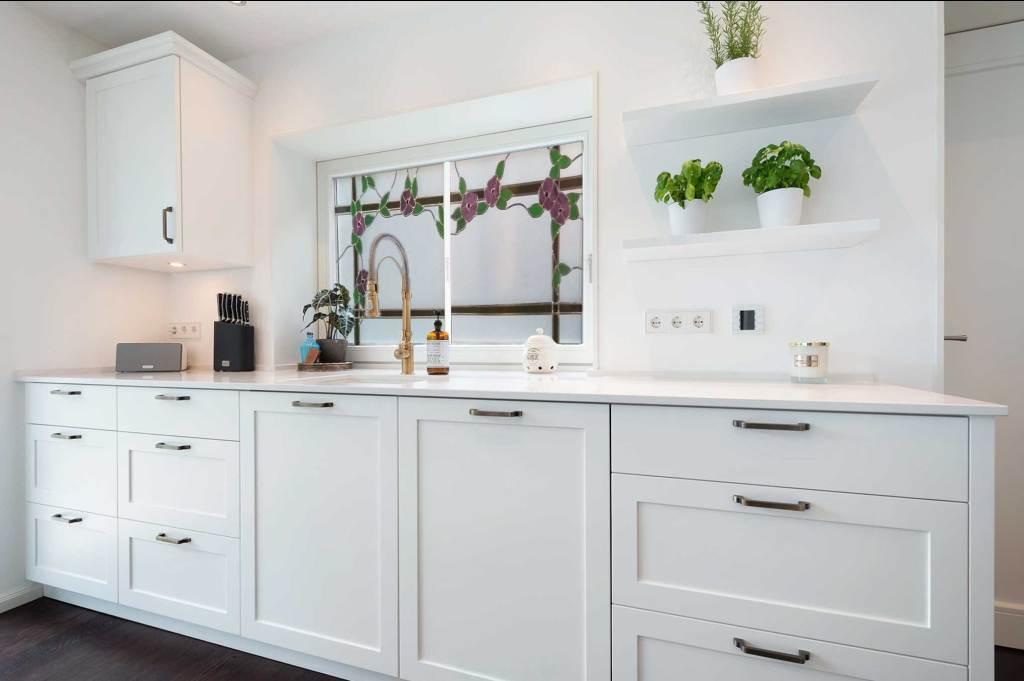 σχεδια κουζινας με παραθυρο