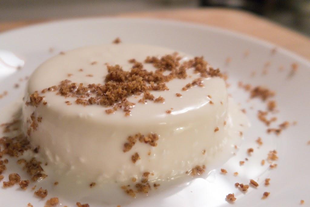 keto sugar free low carb panna cotta dessert