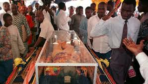 Some of the over 1 million admirers amd sympathisers at his funeral in Lagos, paying last respects