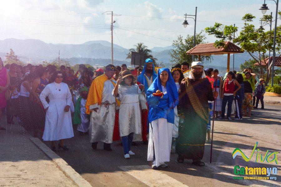 Niños (as) de la Unidad Educativa Julio María Matovelle recuerdan el nacimiento del niño Jesús. (2)