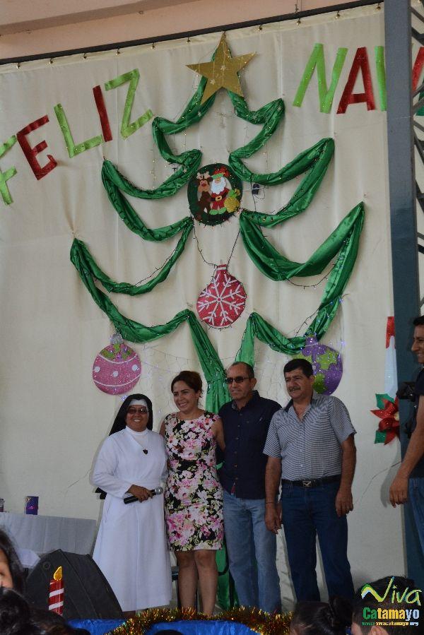 Niños (as) de la Unidad Educativa Julio María Matovelle recuerdan el nacimiento del niño Jesús. (6)