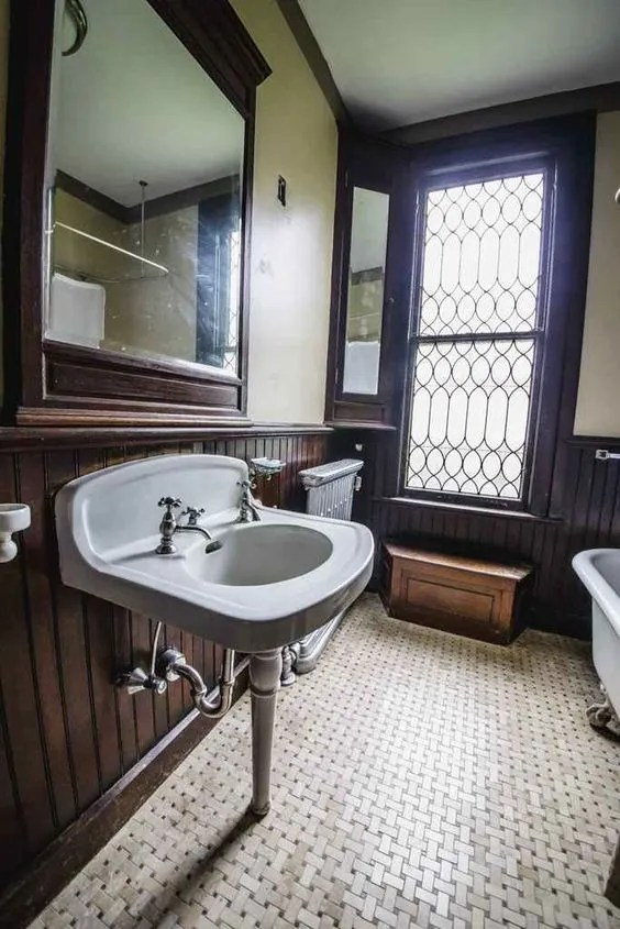 bathroom-old-house-dreams