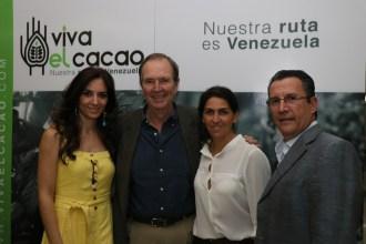 Liliana Elías, Emilio Figueredo y Angélica Dao de www.analitica.com y Fernando Ayala
