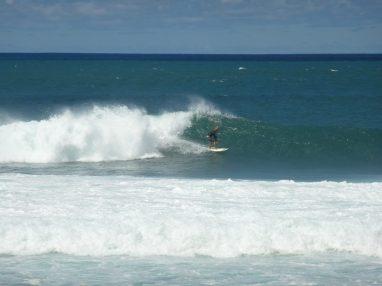 Surf in Banzai Pipeline
