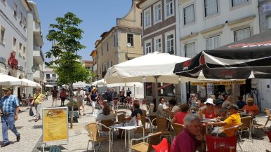 Restaurants and pedestrian streets | Restaurantes e ruas para pedestres