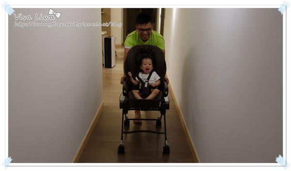 365-275 翰1Y1M。又是學步車又能當快車的Aprica餐搖床椅(錯誤示範XD)
