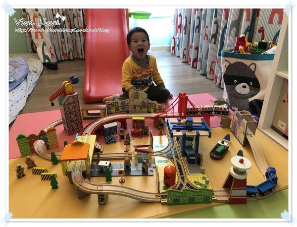 【玩具】絕對讓小男孩愛不釋手的火車軌道組:愛兒館ilovekids(港灣城市鐵道組)