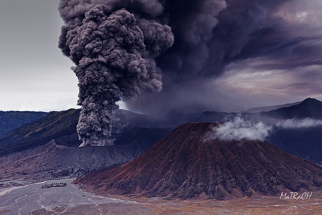 5270383271 e41545cd3b z 20 Beautiful Active Volcano Images