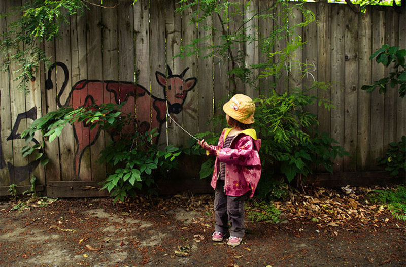 street art interacts with nature 27