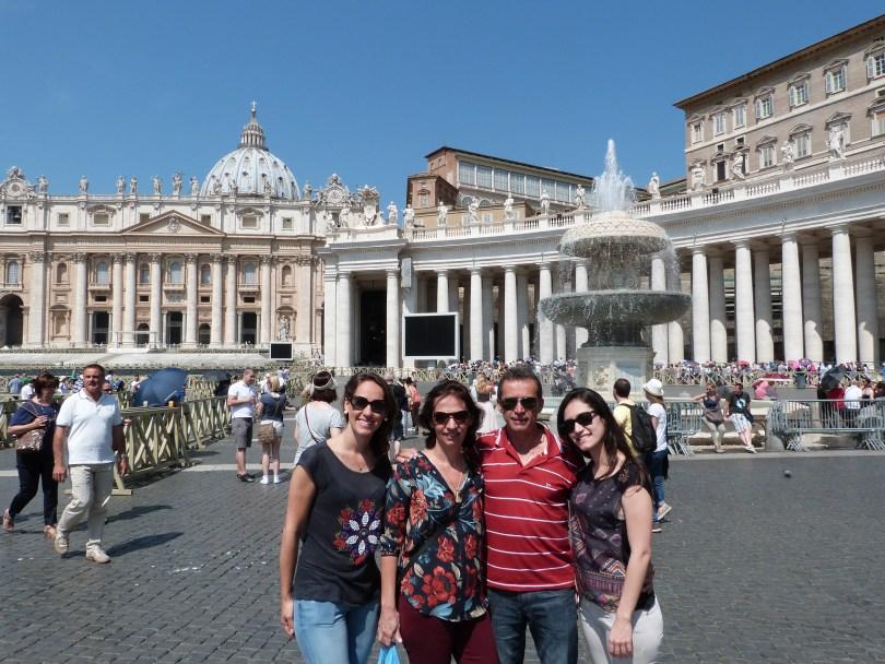 A praça bem mais vazia... aguardando a bênção do Papa