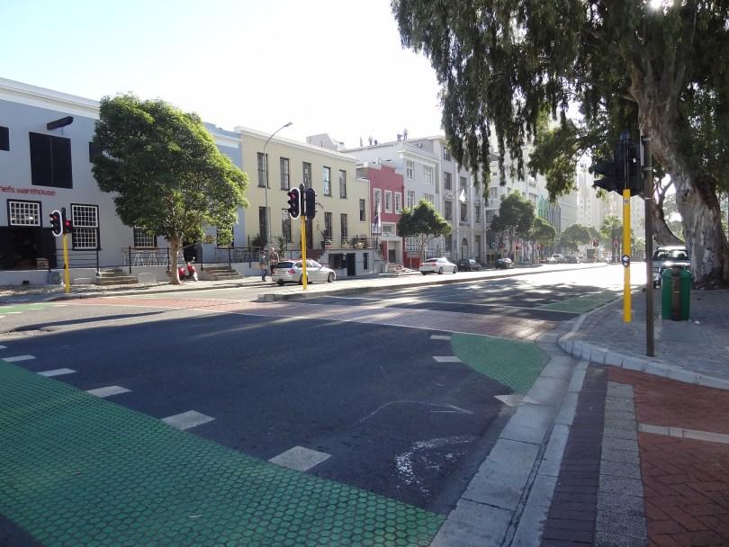 Olha a limpeza, a qualidade da pavimentação, a sinalização!