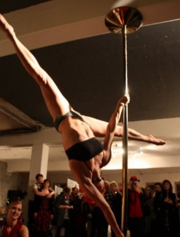 Not me! http://www.onlinepolestudio.com/user/AmazingPoleStunts/photos/129/