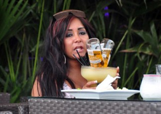 I know Snooki isn't old but it doesn't take much imagination to picture her as a desperate 40 year-old.