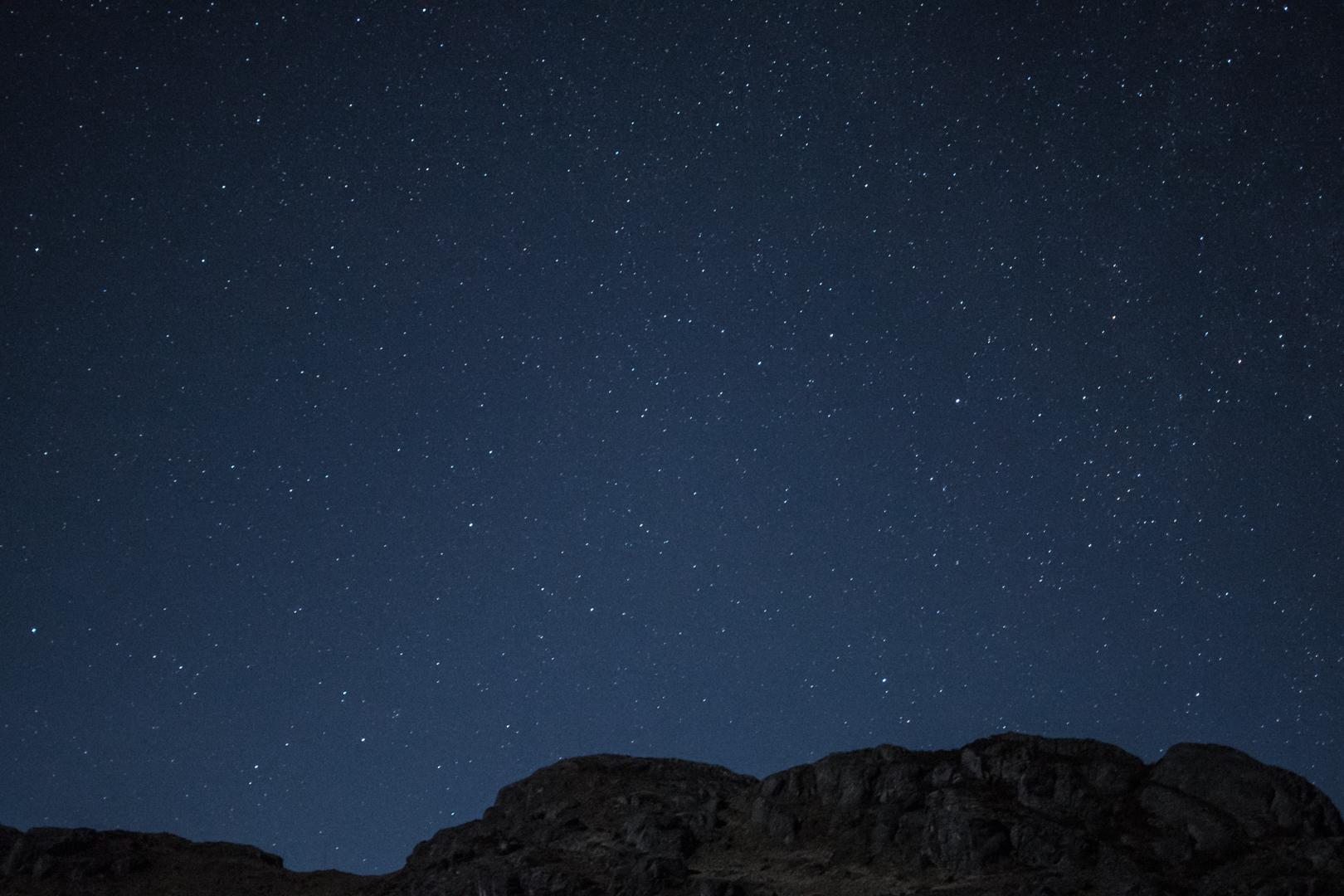 Fotografía nocturna de la Vía Láctea en el Parque Nacional El Cajas
