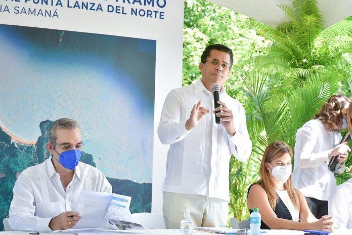 dando el primer picazo de la reconstrucción de acceso vial tramo Limón-Playa Morón y Ramal Punta Lanza del Norte.