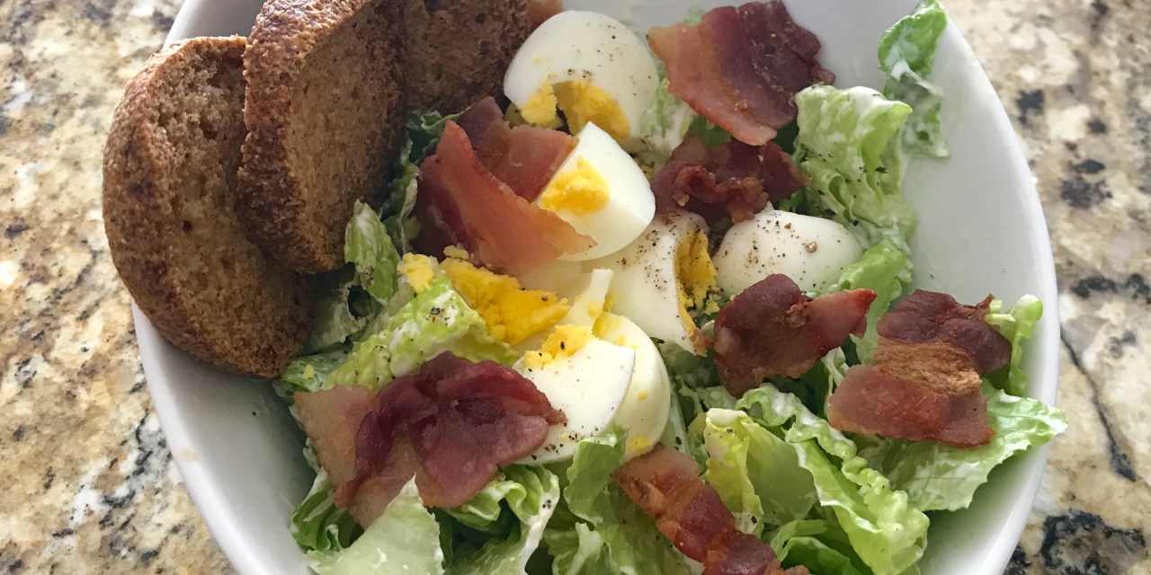 Salade d'oeufs et bacon