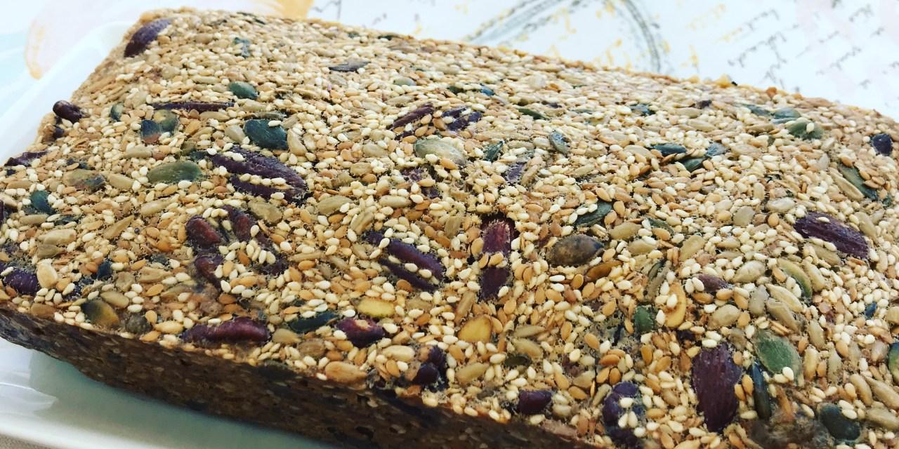 Pain aux noix et aux graines