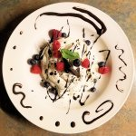 Crème fouettée aux brownies et petits fruits