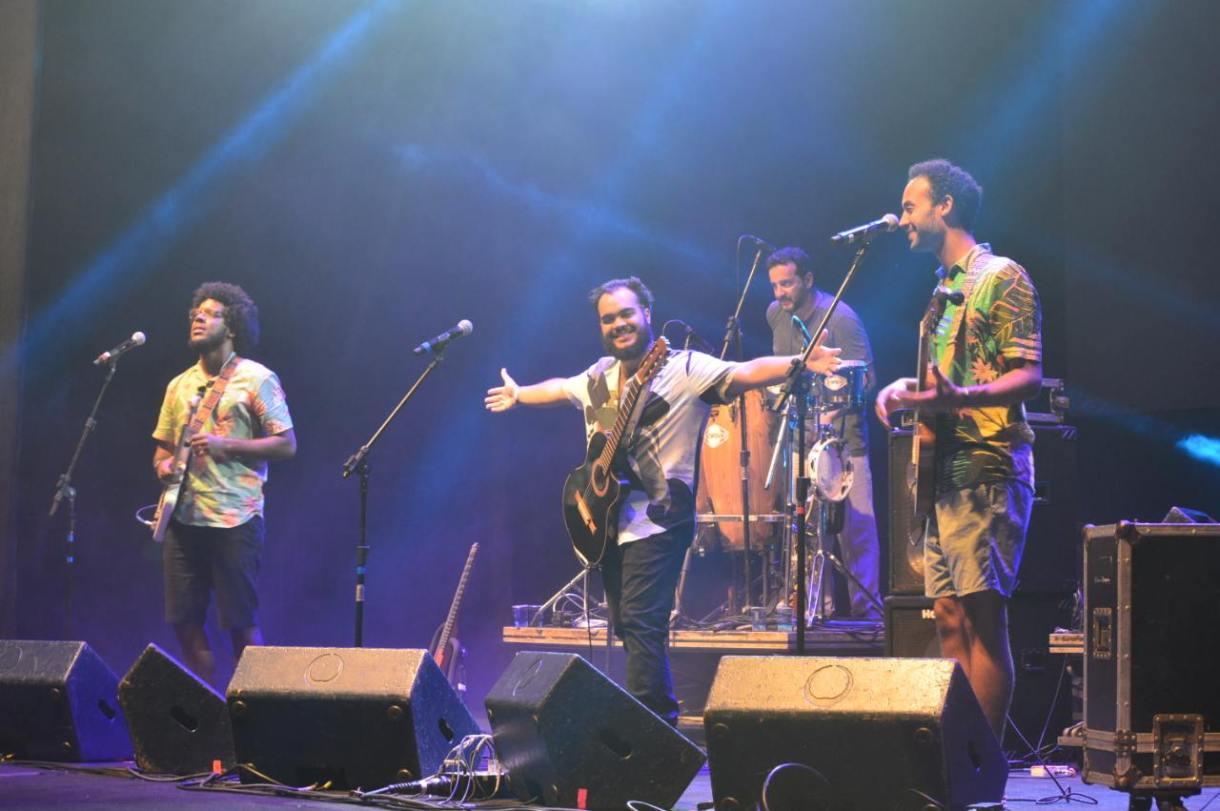 Trio Gilsons fez show antes do Monobloco na Lapa, Rio de Janeiro.