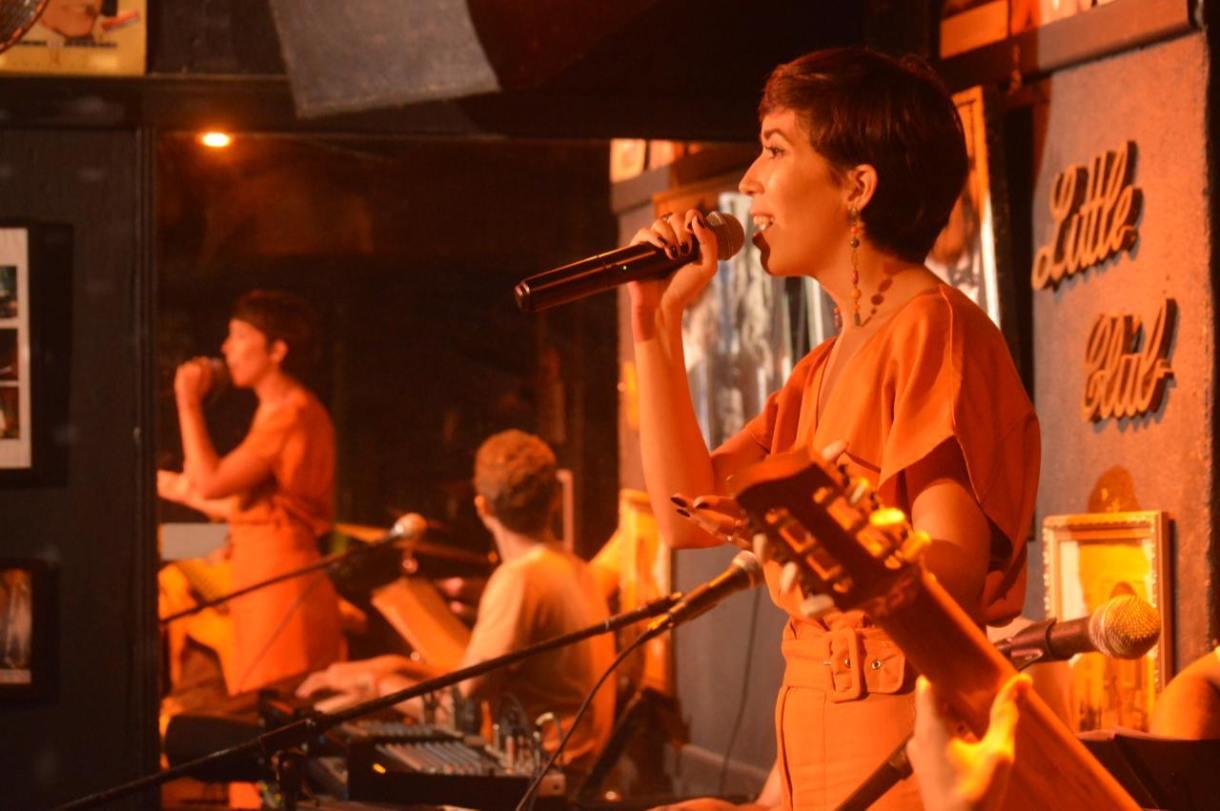 Suzana Morales faz show em Copacabana