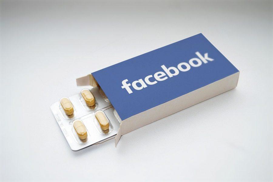 facebook, social media addiction, internet addiction-2387089.jpg