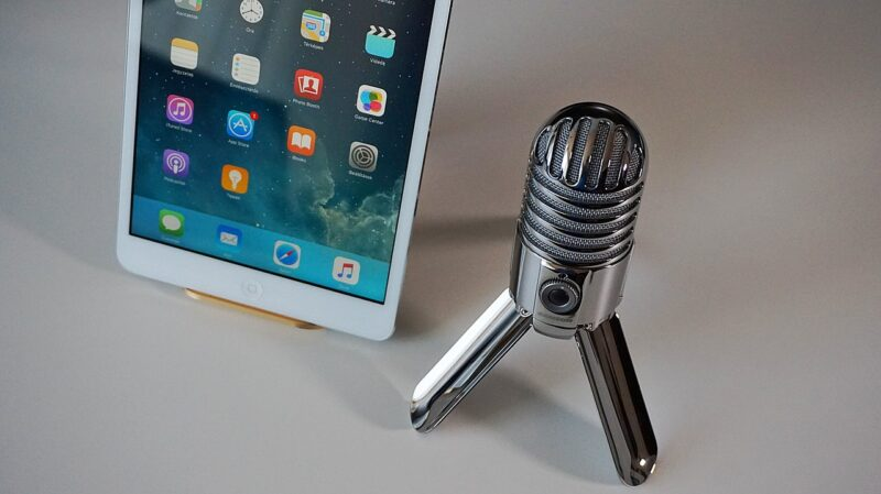 microphone, tablet, podcast-2469294.jpg