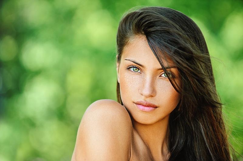2.-Mulheres-Atraentes 12 Melhores Tipos De Imagens Para Facebook Ads