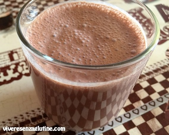 Smoothie with yogurt, cocoa and strawberries