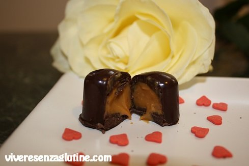 Gluten-free chocolates filled with dulce de leche