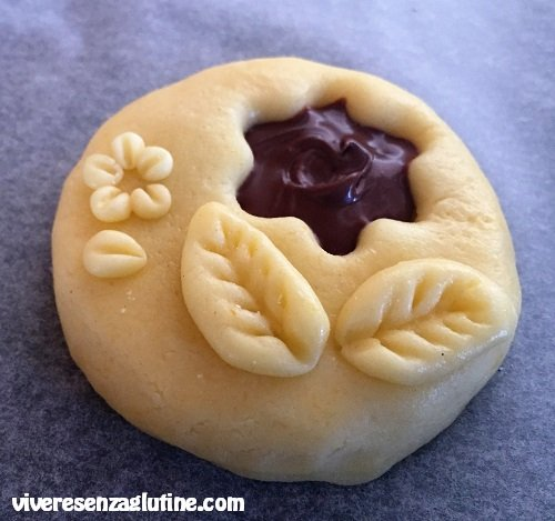 Gluten-free shortcrust cookies decoration