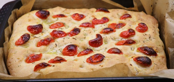 Focaccia senza glutine con pomodorini