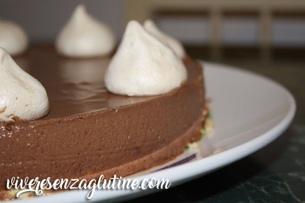 Creamy cake chocolate and meringues gluten free