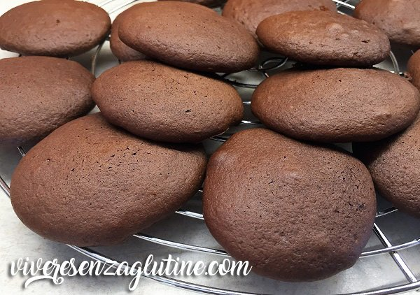 Cocoa pastries gluten free with white chocolate filling
