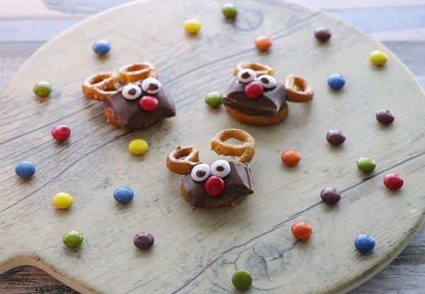 Rudolph the reindeer gluten-free choco-salty snacks