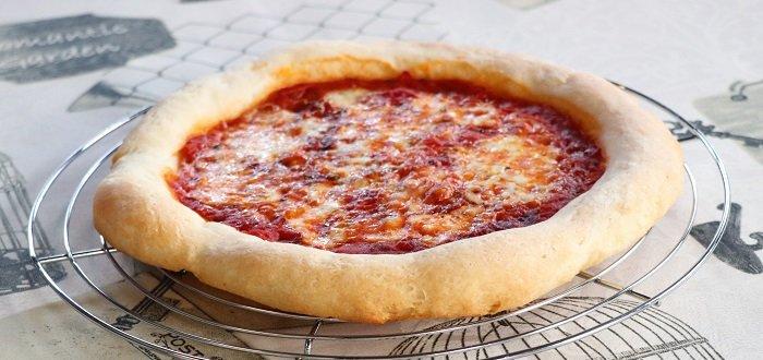 Pizza con il cornicione senza glutine
