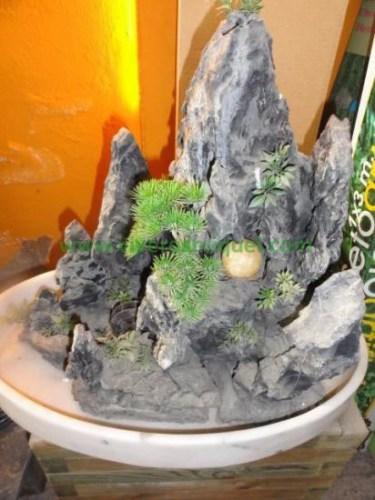Fuente piedra natural con base de marmol