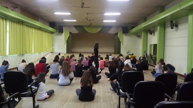 Aula de dança, ministrada por Kelly Souza.