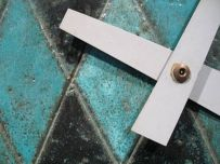 howard-miller-Meridian-clock-argyle-detail