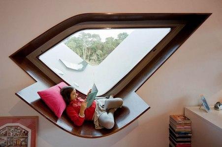 cozy-reading-nooks-book-corner-29-57318a0eed6c9__700