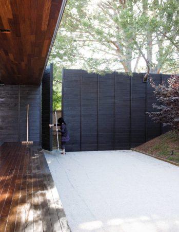 16_shino-and-ken-mori-southerm-californian-home_3-745x964