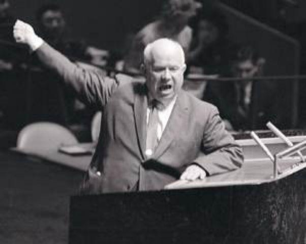 フルシチョフ フルシチョフはなぜスターリン批判を行ったのですか?同じ国の指