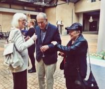 Vänner och gäster på Vivicas hundraårsfest! Birgitta Ulfsson, Jörn Donner och Anneli Sauli. (Donner har också födis!)