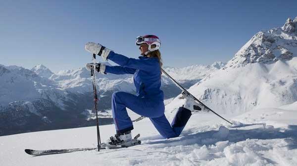 Yoga sulla neve sulle piste di St. Moritz