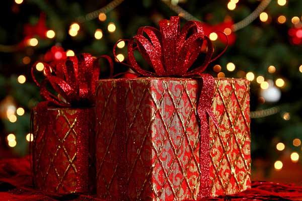 Regali Di Natale Amici.Regali Di Natale Cosa Regalare Alla Fidanzata Agli Amici E