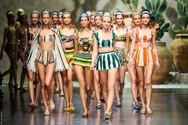 Tendenze Colori Costumi Da Bagno 2014 : Costumi da bagno u2013 i modelli e le tendenze per lestate 2014