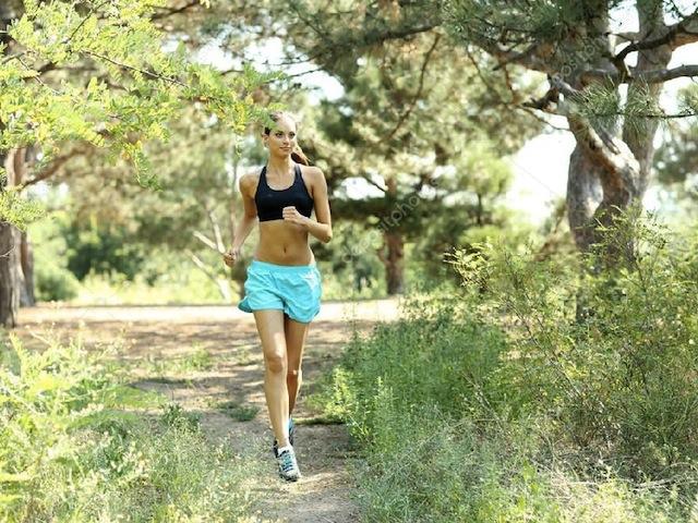 I benefici dello sport al mattino: belle, in forma e felici